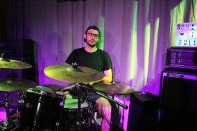 Der Schlagzeuger ganz stoisch