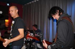 Gitarrist Günther, bassist und Schlagzeuger von The Higgins