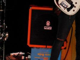 Kleiner Bassverstärker ergibt angenehme Lautstärke