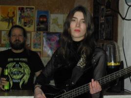 Bassistin der Monnwalks