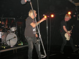Charlie Harper und Gitarrist Steve Straughan