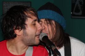Zwei Sänger, ein Mikro