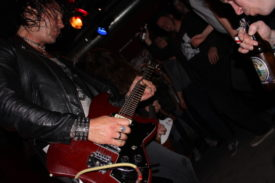 Die Gitarre - das Bier