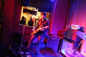 Etwas Stage Acting vom Gitarristen