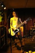 Der Gitarrist verzichtet auf ausufernde Soli