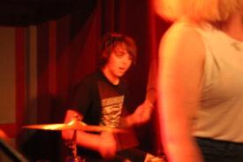 Es ist schwer, scharfe Bilder von Drummern zu machen