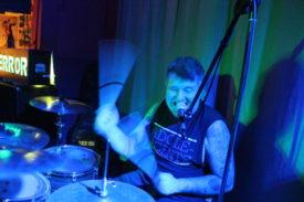 Sorgt für durchgängig Druck bei Terrorfett: Drummer Plüschi
