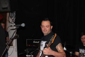 Bassist Manu hat keine Kontaktprobleme