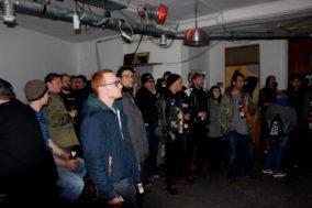 Das Publikum wartet ab