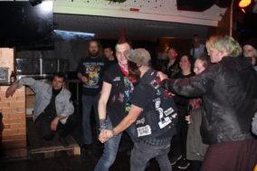 Paartanz sieht an selten auf Punkkonzerten