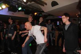 Die Band animiert zum Tanzen