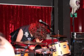 Auch hinter dem Schlagzeug sit Stageacting möglich