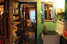 Die Küche und hinten der Wohnbereich