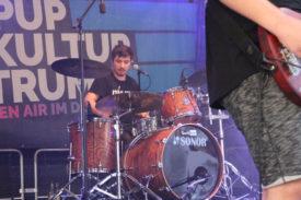 Der Schlagzeuger von Quick Dip beim Auftritt im Deutschhof Heilbronn am 04.09.2021