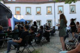 Stehendes Publikum beim Neighbourhood Creeps-Auftritt